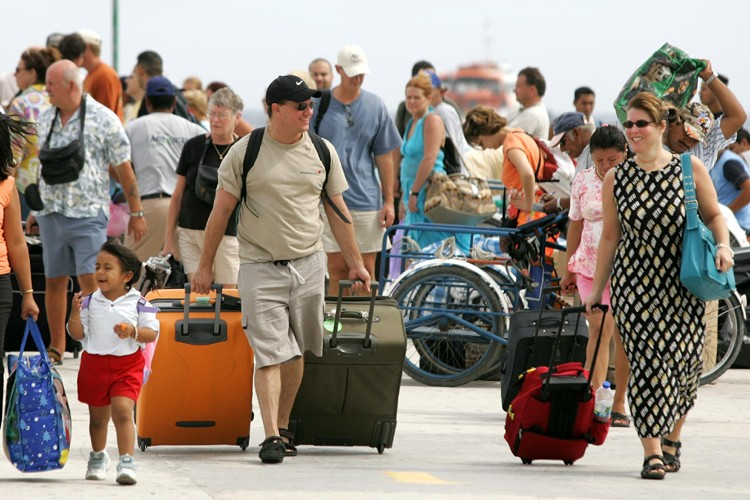 Le nombre de touristes a progressé de 2 % en 2008 à Cuba,... (Photo: Reuters)