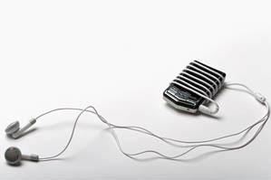 C'est grâce à la lumière émise par leur lecteur MP3 que deux jeunes Français de...
