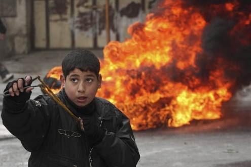Un jeune Palestinien... (Photo: AP)