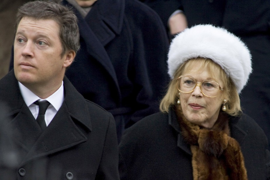 Antonia Fraser, veuve du dramaturge Harold Pinter, accompagné... (Photo: AFP)