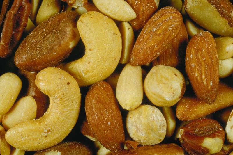 La consommation de noix, d'amandes et de noisettes notamment est liée à une...