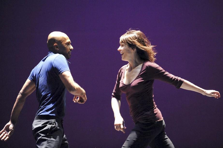 Akram Khan et Juliette Binoche sur scène.... (Photo: Tristan Kenton)