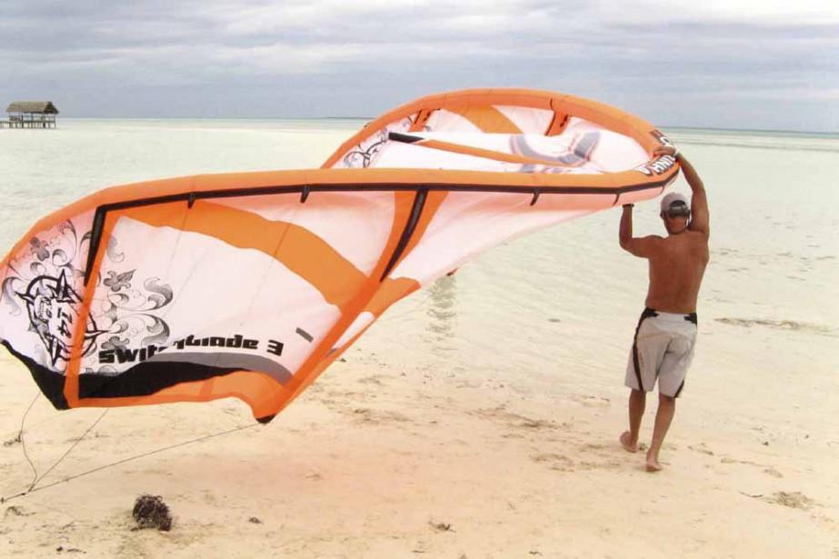 Du surf cerf-volant sur une plage de sable... (Photo: Emanuelle L'Heureux)