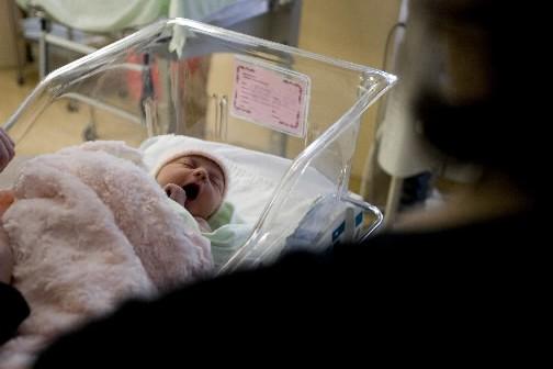 Un nouveau-né à la pouponnière.... (Photo: archives La Presse)