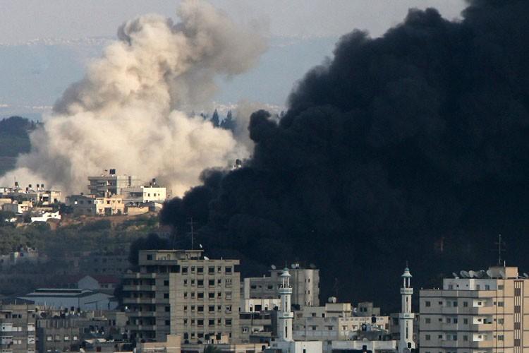 L'armée israélienne a continué de bombarder des objectifs... (Photo: AFP)