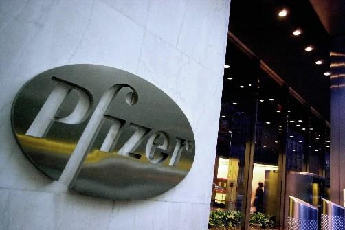 Le laboratoire pharmaceutique américain Pfizer a annoncé jeudi... (Photo: AP)