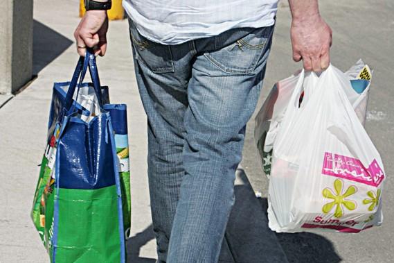 Vendre les sacs en plastique est la seule... (Photothèque Le Soleil)