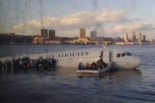 Le pilote Chesley Sullenberger et l'équipage du vol 1549 de US... (Photo: AP)