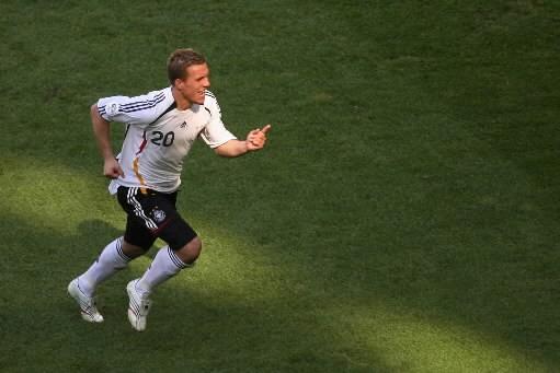 Lukas  Podolski... (Photo: Reuters)