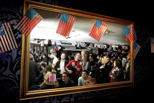 Des Londoniens se sont rassemblés dans les nombreux... (Photo: AFP)