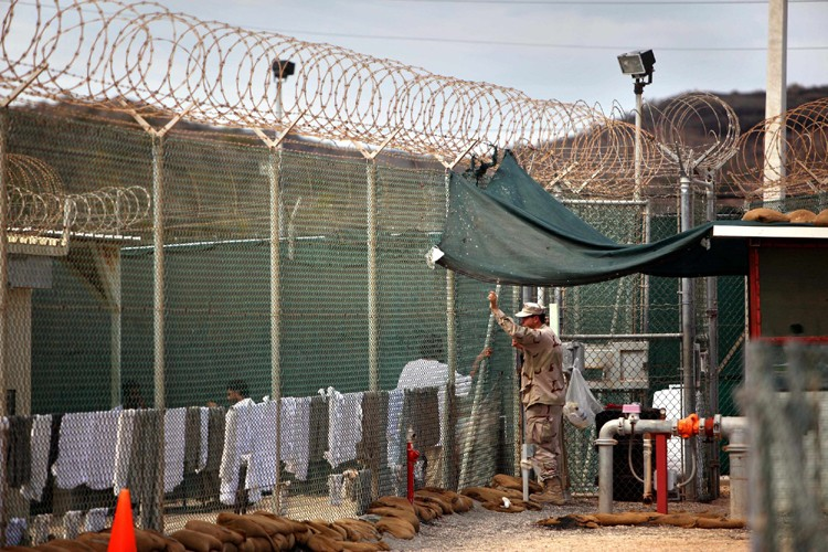Le camp de détention de Guantanamo compte actuellement... (Photo: AP)