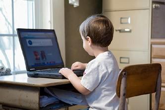 Tous les écoliers âgés de dix ans recevront un ordinateur portable à partir de...