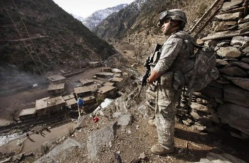 Un soldat monte la garde en Afghanistan.... (Photo: Reuters)