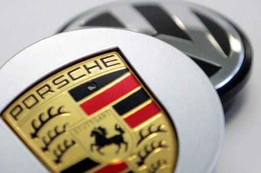 Le constructeur allemand de voitures de luxe Porsche, en... (photo: AFP)