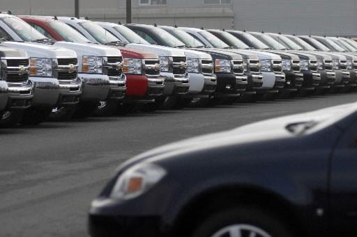 Acheter ou pas un véhicule GM? De nombreux clients potentiels... (photo: Gesca)