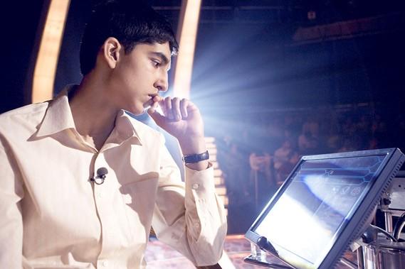 Le jeune Jamal Malik (Dev Patel) deviendra l'idole...