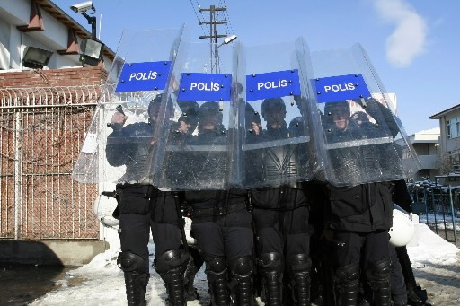 Neuf policiers suspectés d'être liés à un complot pour renverser... (Photo: AP)