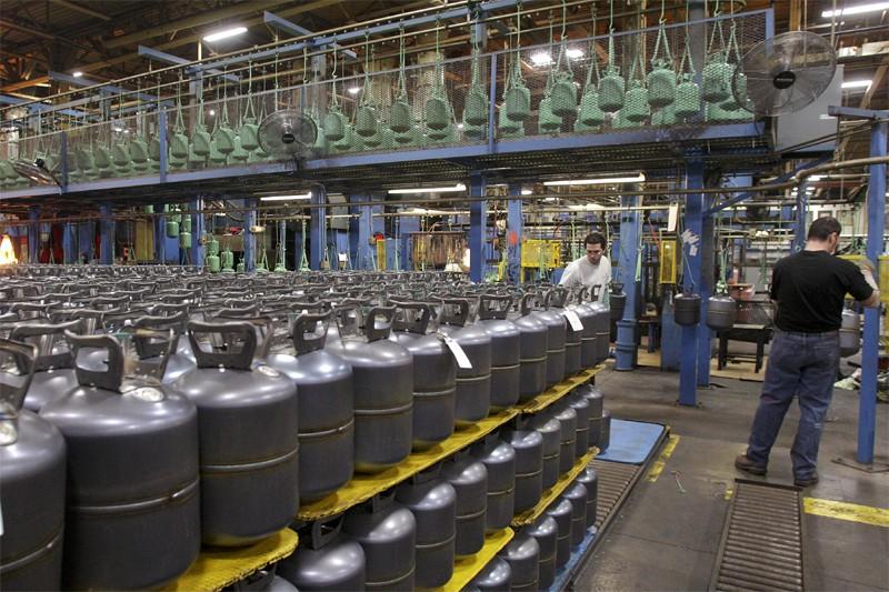 Les entreprises américaines ont continué de déstocker en avril,... (Bloomberg)