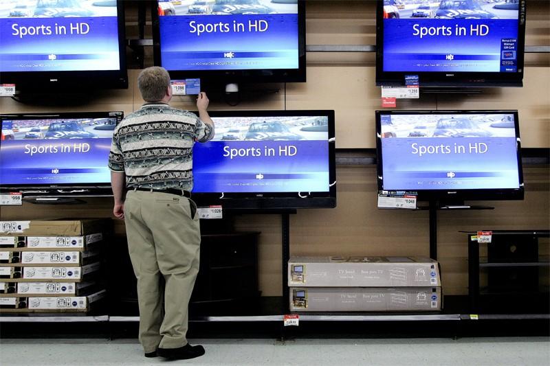 L'indice de confiance des consommateurs américains mesuré par... (Bloomberg)