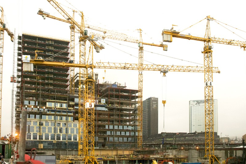 La valeur des permis de bâtir émis par les municipalités au Canada... (Bloomberg)