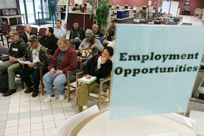 Le nombre de nouveaux chômeurs enregistrés aux États-Unis a très... (AP)