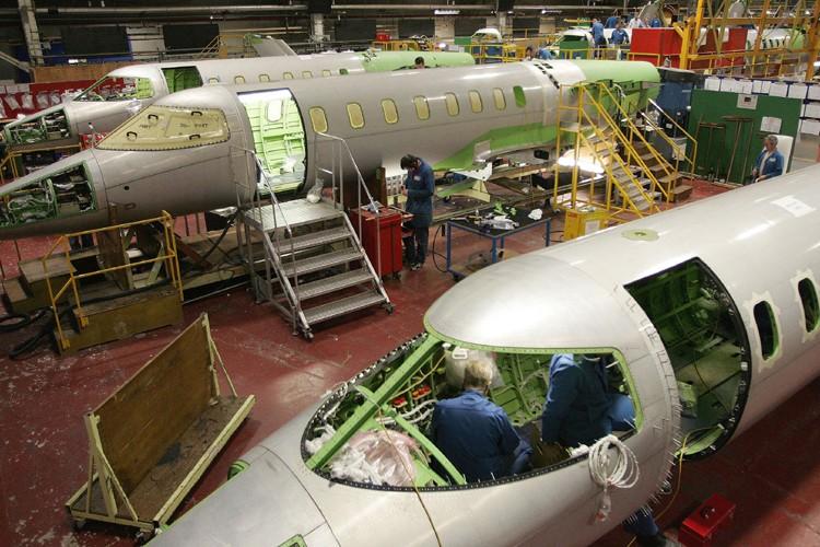 Les réductions de production annoncées par les concurrentes... (Photo: Bloomberg)