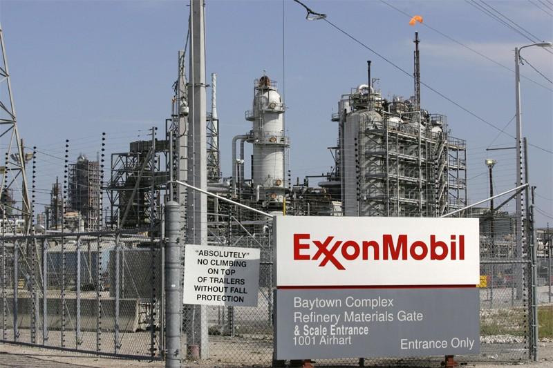 Une raffinerie d'Exxon Mobil à Baytown au Texas... (Reuters)