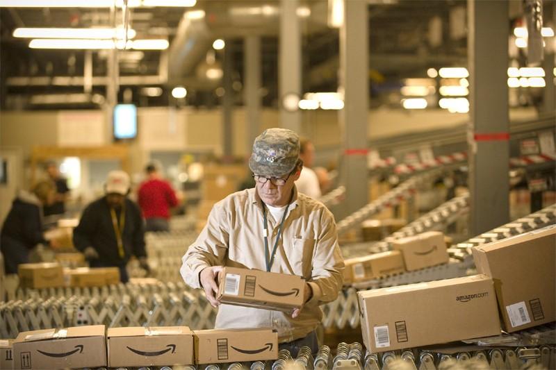 Un entrepôt d'Amazon.com au Nevada... (AP)