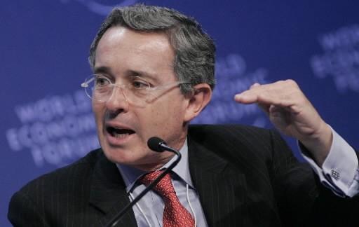 Alvaro Uribe... (Photo: AP)