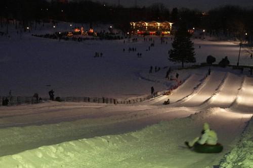 Glissade sur tubes sur le mont Royal.... (Photo fournie par la Ville de Montréal)