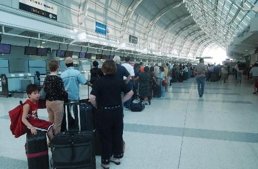 Le trafic aérien aux aéroports canadiens a... (Photo: Agence France-Presse)