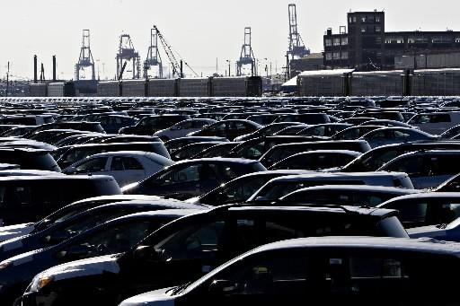 Les voitures s'accumulent dans un espace d'entreposage à... (Photo: Bloomberg)