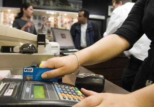 Le niveau d'endettement des Canadiens continue d'augmenter,... (Photo: Bloomberg)
