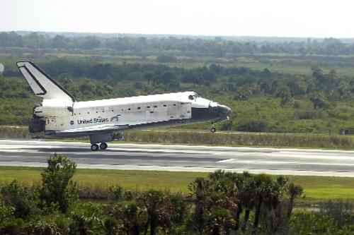 La navette spatiale Discovery.... (Photo: AFP)
