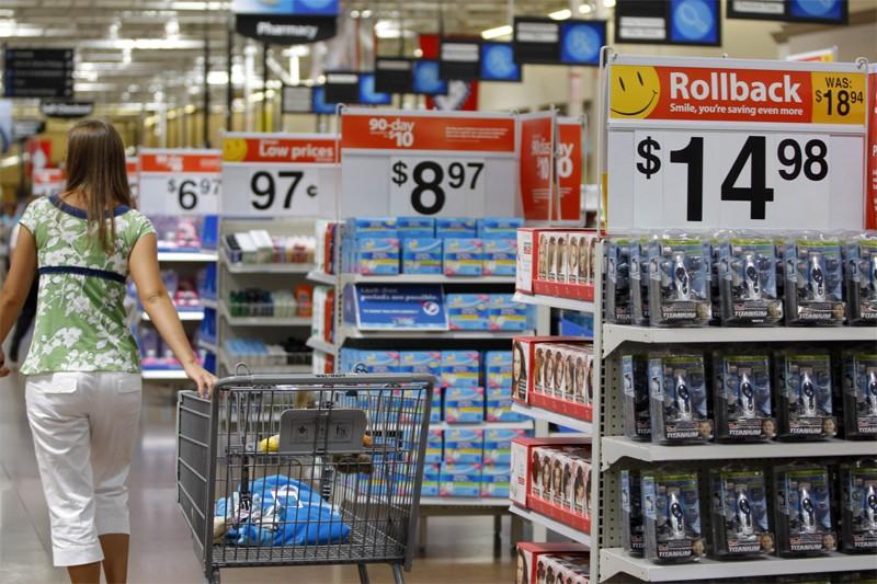Wal-Mart Stores a annoncé mardi la mise à pied d'entre 700 et 800... (Reuters)
