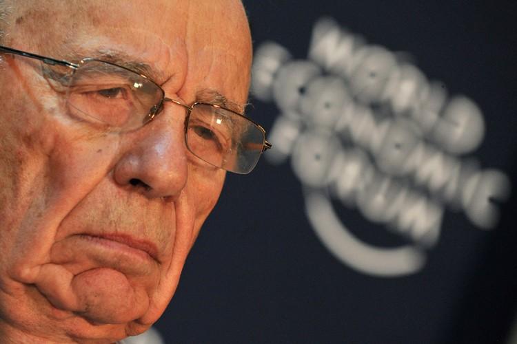 «Je suis vieux, j'aime l'expérience tactile du journal»,... (Photo: Reuters)