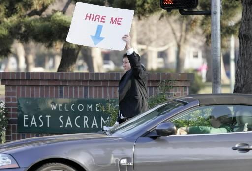 Certains chercheurs d'emplois sont plus désespérés que d'autres... (Photo: Associated Press)