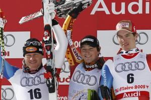 Le champion John Kucera (au centre), entouré de... (Photo: AP)