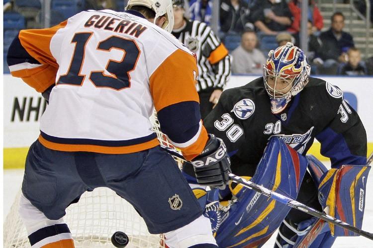 Mike McKenna a bloqué 28 tirs chemin faisant vers son premier jeu... (Photo: AP)