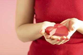 La St-Valentin! Vous en profitez pour acheter du chocolat et des fleurs? Vous...