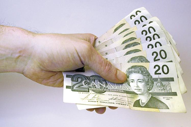 L'Agence du revenu du Canada a versé au moins 3 millions $... (Photo: La Presse)