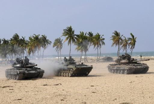 L'armée sri lankaise patrouille à Vishvamadu.... (Photo: Reuters)