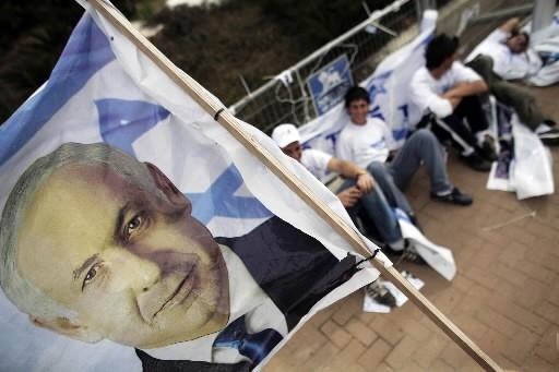 Des partisans du Likoud prennent un pause à... (Photo: Reuters)