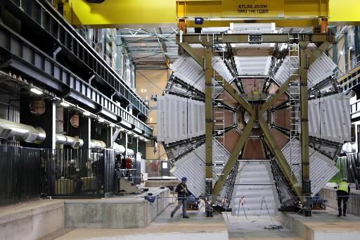 Le redémarrage de l'accélérateur géant de particules LHC,... (Photo: AP)