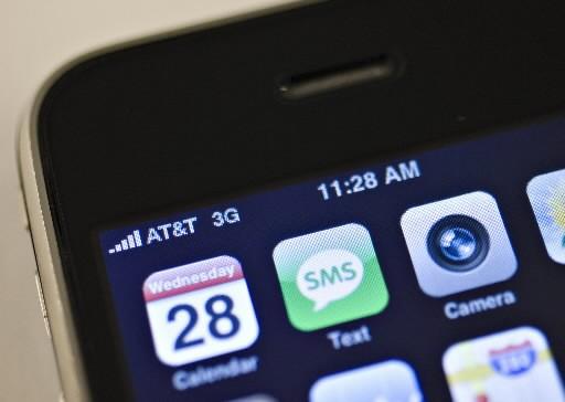 Les ventes mondiales de téléphones mobiles ont reculé de... (Photo: Bloomberg)