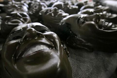 Condal, la principale usine de fabrication de masques... (Photo: Reuters)