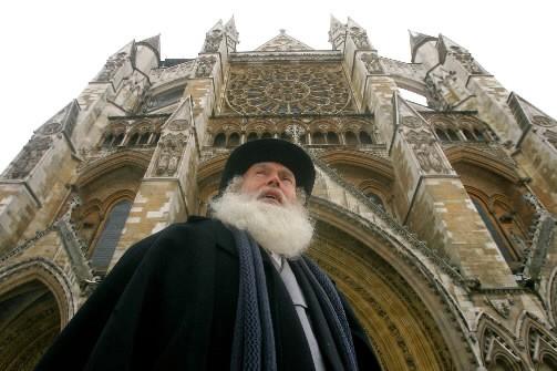 Un homme personnifiant Charles Darwin à l'occasion du... (Photo: Reuters)