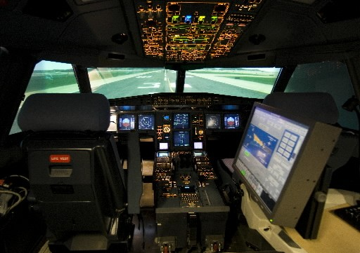 L'intérieur d'un simulateur de vol de CAE... (Photo: Rémi Lémée, La Presse)