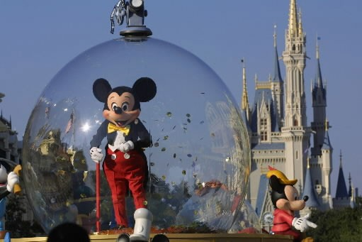 Mickey Mouse lors d'une parade à Disney World,... (Photo: Getty Images)