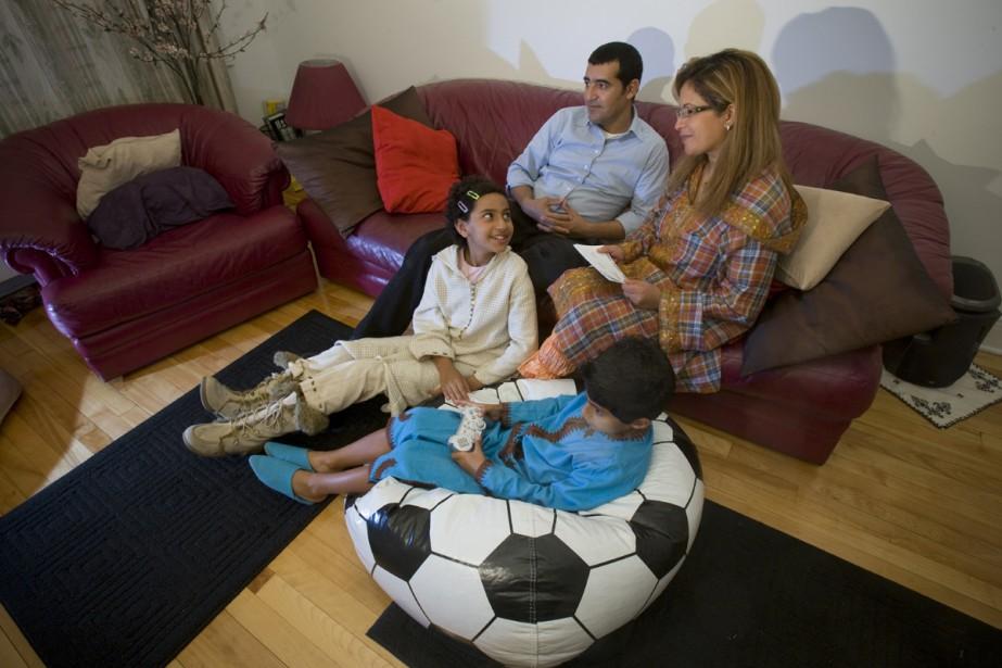 Mehdi Alou, Sabah Alem et leurs deux enfants... (Photo: David Boily, La Presse)